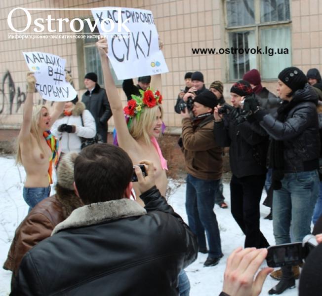 Организация FEMEN провела сегодня, 19 января, в Луганске возле здания